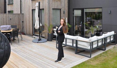 BOLIGJAKT: Da Ida Hildebrandt (31) og familien var på boligjakt våren 2020 vurderte de både å bli boende i Oslo, og å bosette seg i Nodre Follo. Til slutt endte de opp i Indre Østfold.