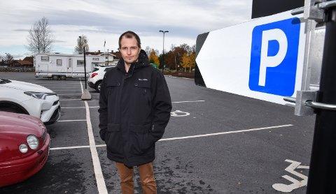 KLAGESJEFEN: Tom-Henning Larsen skal ta over all saksbehandling av klager på kommunale parkeringsbøter.