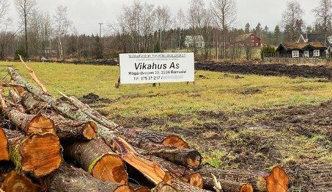 NYTT FELT: Her skal det bli 11 nye boligtomter på Jønsrud i Løten.