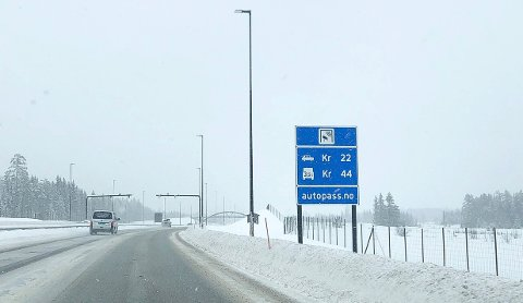 TIDSBEGRENSET: De nye, lave takstene på riksveg 3/25 mellom Løten og Elverum er tidsbegrenset til høsten 2022.