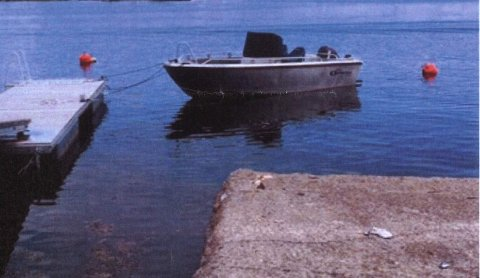 Det er hvordan båten fortøyes ved denne brygga som det krangles om.