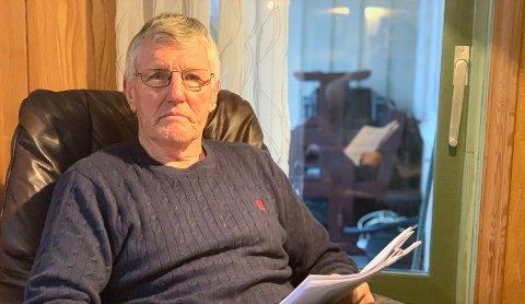 OPPGITT OG LEI SEG: Jan Hovinbøle, leder av Herøya fellesforum, er oppgitt og lei seg over at naboer mener han har forledet politikere til å være med å snakke positivt om hans drøm om å få bygget omtankeboliger. – Drømmen er knust, sier Hovinbøle.