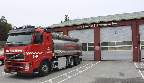 BRANNSTASJON: Dagens brannstasjon på Eik tilfredsstiller ikke brann- og redningsberedskapen i Bamble for Grenland brann og redning IKS. Kommunedirektøren innstiller på at den beste lokasjonen for ny brannstasjon er i Grasmyrbakken. Alternativene er en ombygging av dagens stasjon på Eik eller ny brannstasjon på arealet til Eik gjenvinningsstasjon.