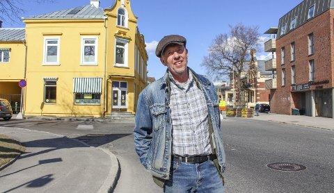 ETTERLYSNING: Lars håper noen kan bidra med opplysninger om moren Bjørgs første år i Porsgrunn, og hvem som egentlig deltok på de første nyfeministmøtene.