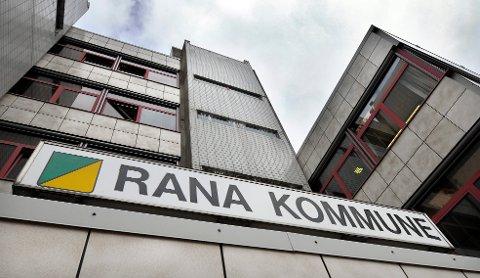 Internt i Rana kommune har det blitt reagert på at politikere ikke har tillit til administrasjonen og gjennomføringen av valget.     Rådhuset.    Rana Kommune.