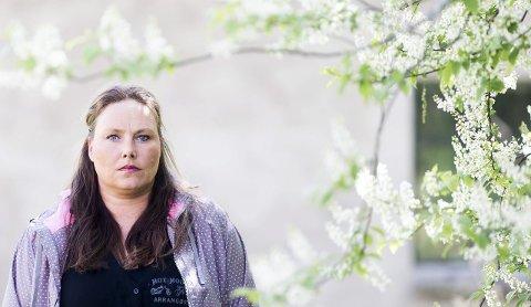 VIL HJELPE ANDRE: Katrine Olsen Gillerdalen får daglig henvendelser med             historier om andre barn som har det vanskelig. FOTO: LISBETH ANDRESEN