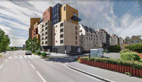 MOT SKÅRERSLETTA: Denne illustrasjonen viser det planlagte prosjektet sett fra Skårersletta, med Trygves vei til høyre. Ill.: Felix Arkitekter