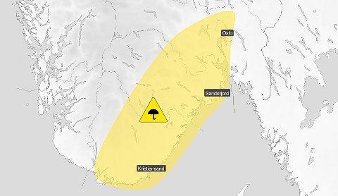 VENTER KRAFTIG NEDBØR: Meteorologisk Institutt har sendt ut fire farevarsler på gult nivå for Sandefjord søndag.
