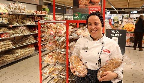 BRØDSVINN: Bakeriansvarlig Kathrine Berentsen og resten av de ansatte i Meny Åsane har redusert brødsvinnet med over 40 prosent.