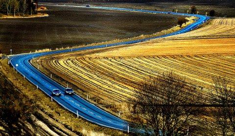 SNART BYGGESTART: I løpet av de neste årene vil det være full aktivitet på Skjebergsletta, når ny gang- og sykkelvei skal anlegges. Det blir med andre ord en sammenhengende gang- og sykkelvei fra Stasjonsbyen til Sandbakken. Byggestart er trolig i desember, men kan bli forskjøvet til 2018.
