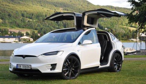 Tesla er det fortsatt ingen andre merker på det norske markedet som slår med tanke på rekkevidde (eller spektakulære dører!).