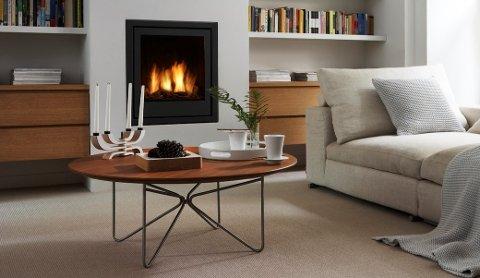 Med teppe på gulvet, rengjort peis og tekstiler i sofaen er vi klare til å ønske kalde tider velkomne.