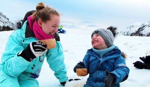 Både store og små kan ha glede av en julegave som innebærer at man må være ute i frisk luft.