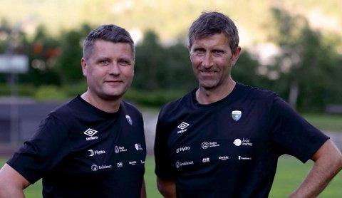 ENDELEG: No får Morten Brandsdal og Ole Gunnar Hunderi endeleg debutera som trenarar for Årdal FK i ein obligatorisk kamp.