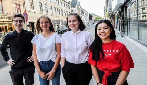 TRÅR TIL: Thomas Carlsten, Viola Håkonsen, Benedikte Ihle og Thanh Thanh Nguyen vil hjelpe skolen med å samle inn penger.