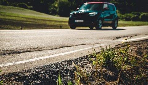 VIL LØSE PROBLEMET: Manglende vedlikehold øker faren for trafikkulykker. Nå vil NAF at folk skal sende inn steder med farlige veistrekninger inn til den nye kampanjesiden deres. Utover året vil NAF aksjonere på steder som meldes inn, og prøve å løse innmeldte saker. Foto: NAF