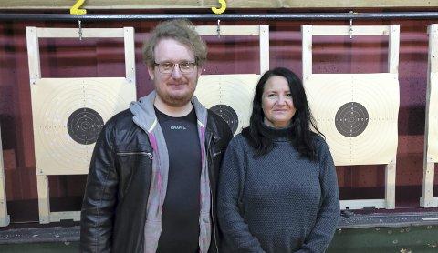 KM-VINNERE: Morten N. Bergheim og May Britt Jensen fra Kristiansund vant gull i pistolskyting.