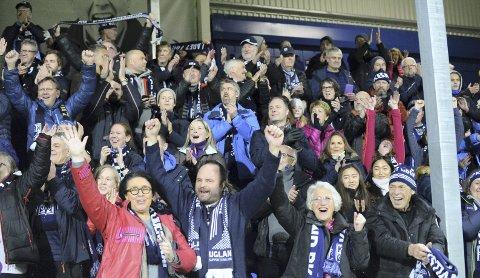 Nordmøringene er godt fornøyde med livet sitt, viser den store folkehelseundersøkelsen i Møre og Romsdal. Her er et fornøyd utvalg etter en seier mot Brann på Kristiansund stadion.