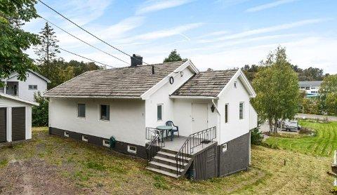 TIL SALGS: Kjøper man dette huset følger det med både leiekontrakter og leietakere.