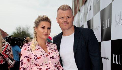 HJELP: I den nye sesongen av «I lomma på Silje» får John Arne Riise og kona Louise Angelica hjelp av forbrukerøkonom Silje Sandmæl med å rydde opp i økonomien.