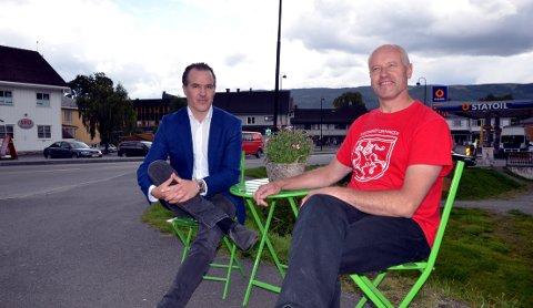Utvikling av Fagernes: Direktør ved Valdresmusea, Ole Aastad Bråten (t.v.), og bygningsvernrådgjevar for Valdres, Odd Arne Rudi, gjer sine tankar om utvikling av bygdebyen.