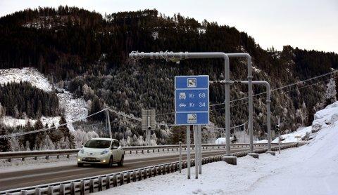 SKROTA: Alt utstyret fra den gamle bommen på E16 ved Kopervike blir til søppel.