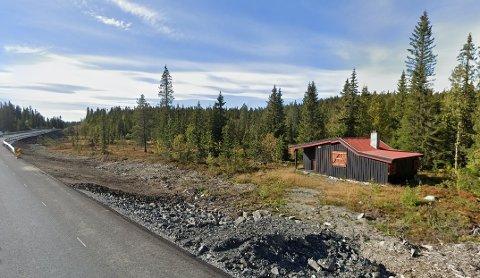 RIMELIGSTE EIENDOM: Denne hytta i Tonsåslinna 782 var den rimeligste eiendommen som ble solgt i Etnedal i september. Den gikk for 250.000 kroner.