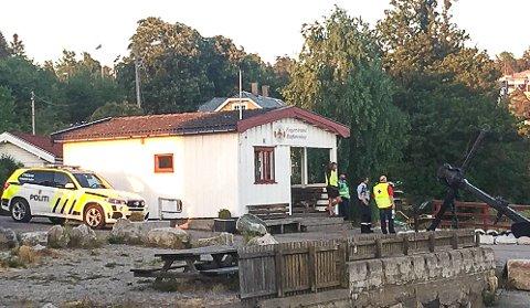 Herfra: Det er fra Fagerstrand brygge at politiets innsatsleder leder søket fra land etter den savnede seileren. Foto: Tor-Arne Dunderholen