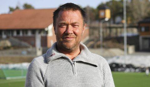 FRUSTRERT: Terje Frøyna i Risør Fotballklubb forstår ikke hvorfor mange av klubbens spillere fortsatt ikke får lov til å trene som normalt.