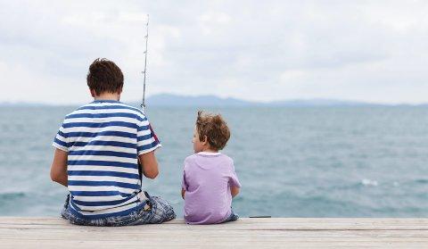 IDYLL: Slik kan du og få det, med barnet ditt på fiske, om du føl desse triksa.