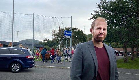 - Vi ønsker å lage hjertesoner ved alle skoler, sier Håkon A. Møller i MDG.  Han mener det ofte er kaotiske tilstander når biler, gående og syklende barn strømmer til Saltvern før skolestart.
