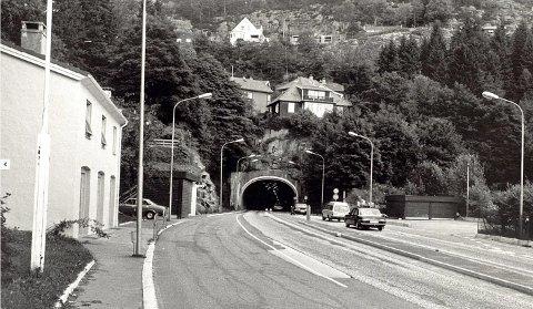 Her er den første Eidsvågtunnelen, og det er innløpet fra bysiden/Sandviken vi ser.