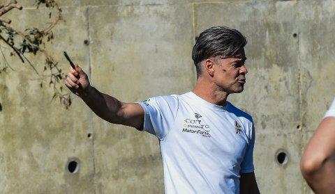 VELDIG KLAR:  Vegard Hansen har en klar formening om både spillestil og sammensetning av spillertropp foran 2020-sesong. På treningsleiren i Spania har han fått testet  spillere og fått drillet  hvordan Mjøndalen skal spille denne sesongen.