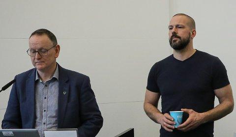 NY SITUASJON: Rådmann Ole John Østenstad og smittevrenlege  Øystein Furnes konstaterer at ein smitta med ukjend smittekjelde endrar situasjonen.