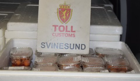 600 kilo høne-eggstokker fant tollerne i en bil tirsdag.