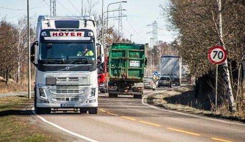 Her på Habornveien passerer det 2.000 tyngre kjøretøy i døgnet i snitt. Men en ny havnevei er helt i det blå.