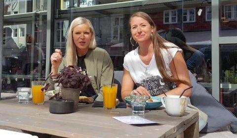 Maxi Block (t.v.) og Hege Østlie på Lykkelige Dager på Sigrid Undsets plass ble overrasket over nyheten da GD fortalte om det trådløse nettet.