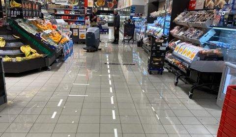 Her renner vannet igjen rundt i butikken.