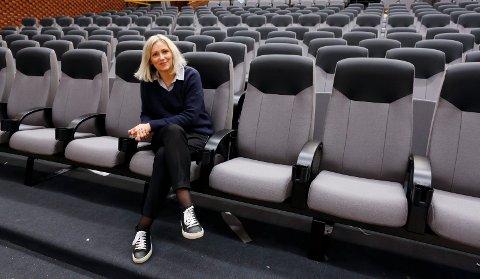 NEDSTENGNING: Kinosjef Aina Sævik Olsen ble nødt til å stenge dørene for denne gang. Hun har stor tro på at det er lys i enden av tunnelen.