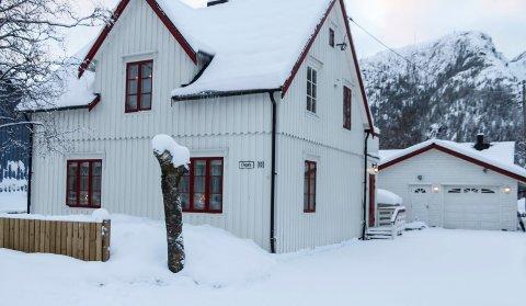 Elvegata 19 er solgt for kr 2.200.000 fra Anne-Mona Søttar til Trine E Lie Bjørnå og Rolf Bjørnå.
