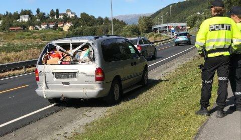 Avskiltet: Bilen som ble stoppet på Halsøy var i følge politiet ikke i kjørbar stand, og ordensmakten var heller ikke fornøyd med måten føreren hadde sikret lasten på.