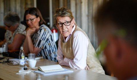 Merethe Myrvang, til venstre for administrerende direktør Hulda Gunnlaugdsdottir, begynte i jobben som prosjektkoordinator for Nye Helgelandssykehuset mandag.