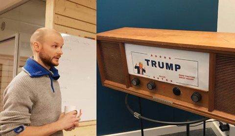 UNIK TRUMP-RADIO: Vegard Gamnes lagde denne av en gammel radio i 2018. Alt av gammel innmat ble byttet ut med ny teknologi. - Den sier ut twittermeldingene til Trump hver gang han twitrer noe, forteller Bård Gamnes (bildet)