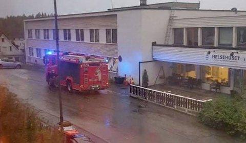 KONTROLLERTE BYGGET: Brannvesenet i Harstad rykket natt til torsdag ut til Helsehuset.