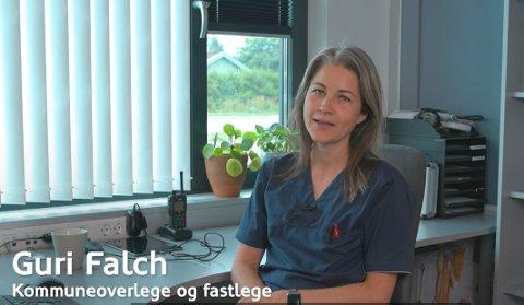 I SØPLA: Kommuneoverlege Guri Falch frykter at hun må kaste 700 vaksinedoser i søpla om ikke unge voksne kommer på banen og bestiller seg vaksinering i løpet av september.