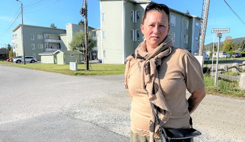 TAKKNEMLIG: Christin Johnsen har mistet begge foreldrene i løpet av de to siste årene. Begge hadde sykdomsforløp i forkant. Nå ønsker hun å takke helsevesenet i Aurskog-Høland.