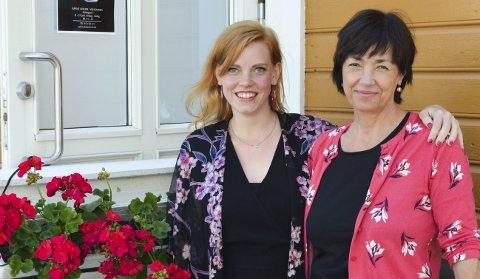 På besøk hos læreren: Tone Ørvik (t.h) var Hagles skulpturlærer på Kragerø kunstskole.