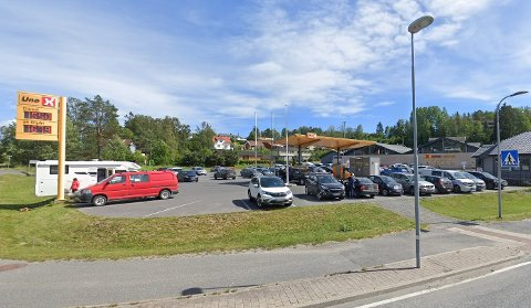 VILLMANNSKJØRING: Politiet rykket ut til parkeringsplassen ved Alti Kragerø mandag kveld.