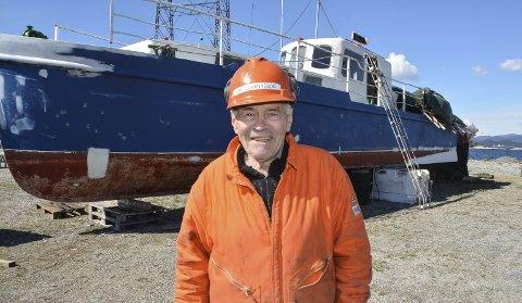 GAMALT MINNE: Hafsteinn Johannsson måtte berre slå til då han fann denne gamle tankbåten for sal på Finn.no. No rustar han den opp for eit liv på havet igjen.