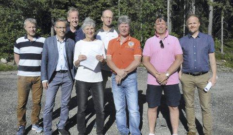 JOBBER VIDERE: Bak fra venstre: Ragnar Sand Fuglum (Asker kommune) og Hasse Svanberg, (Røyken idrettsråd). foran fra venstre: Per Steine (Asker kommune), Olav Lefdal (Asker idrettsråd), Ingeborg Rivelsrud (Lier kommune), Jan Hennum (Lier Motorsportklubb), Pål Thomassen (Lier idrettsråd) og Jan Erik Lindøe (Røyken kommune).
